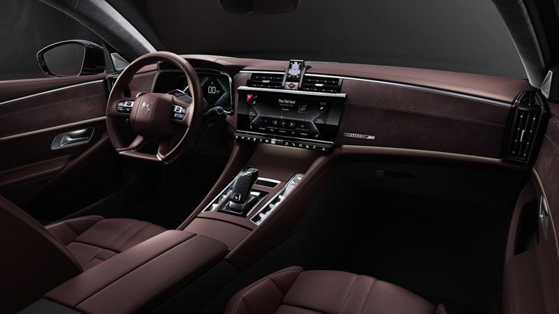 Interior del nuevo modelo de DS en tono marrones