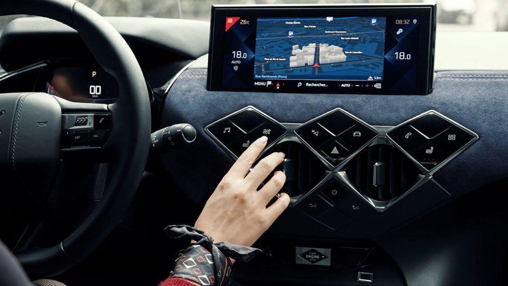 Imagen de la consola frontal del interior del vehículo DS 3 Crossback Ines de la Fressange